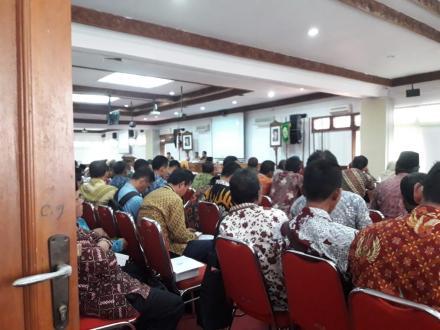 Lurah dan Pamong Desa Terong Mengikuti Sosialiasasi pengelolaan PBB P2 Tahun 2019