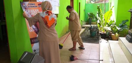 Pamong Desa Terong Kerja Bakti Dalam Rangka Lomba Kebersihan Lingkungan