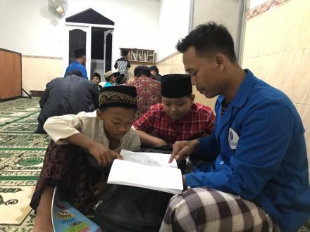 KKN Kelompok 66 Rejosari Mulai Bersosialisasi Dengan Warga
