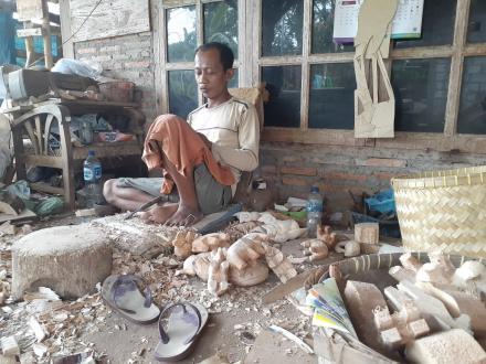 Wiji, Satu-satunya Pengrajin Kayu yang tersisa di Pedukuhan Sendang Sari