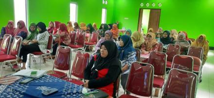 Pertemuan Pembinaan Laboratorium Lapangan di Balai Desa Terong