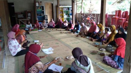 Pertemuan Kelompok Wanita Tani (KWT) Saradan