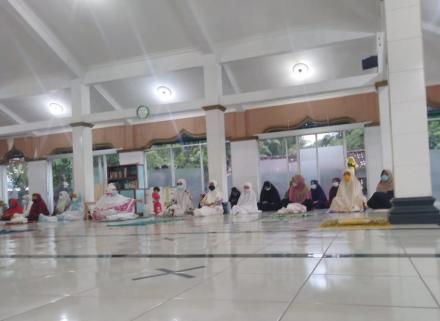 Pengajian Menjelang Buka Puasa di Masjid Al-Falah Pencit Rejo
