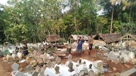 Kerja Bakti Bersih-bersih Makam Pancuran