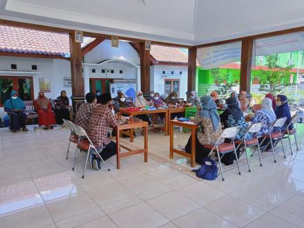 Pertemuan Kader IMP Kalurahan Terong