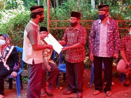 Penyerahan Akte Kematian Almarhum Sukismo Pawiro