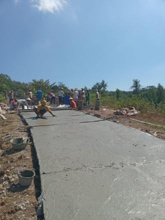 Proses Pembangunan Jalan Cor Blok Program PISEW