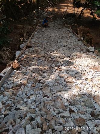 Proses Penataan Batu untuk Cor Blok Dana Desa Pedukuhan Rejosari RT 03
