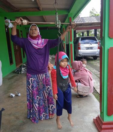 Tetap  Sehat Bersama Posyandu Lansia dan Balita Dusun Ngenep