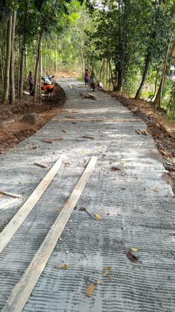 Semangat Warga Luar Biasa, Pembangunan Jalan Cor Blok Selesai dalam Dua Hari Saja
