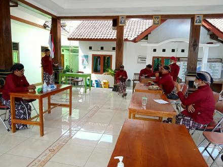 Pelatihan Ketrampilan Pranoto Adicoro Upacara Pernikahan Adat Jawa untuk Para Dukuh Kalurahan Terong