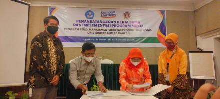 Penandatanganan MOU dan Sarasehan Program MBKM (Merdeka Belajar_Kampus Merdeka)